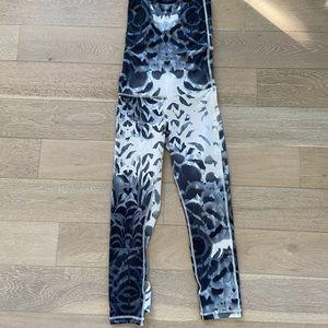 Lululemon pattern leggings never worn